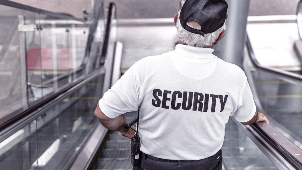 Agent de sécurité : pourquoi utiliser des vêtements adaptés à votre métier ?